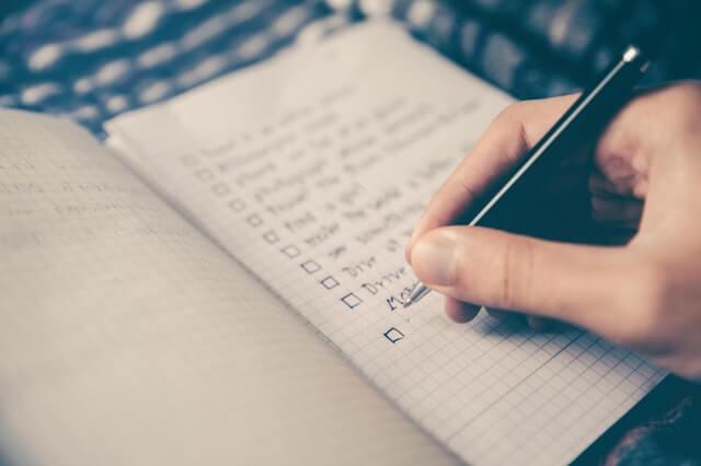 Header Erstellung eines Businessplans - To Do Liste in einem Notizbuch